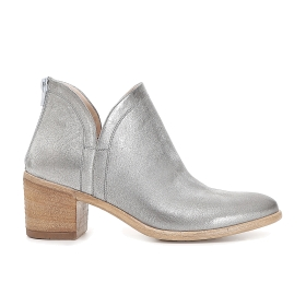 Patent ankle boots with split