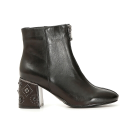 Leather ankle boots with front zip