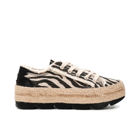 Canvas sneakers with wave tread