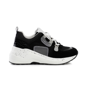 Multiple material sneakers with ring loops