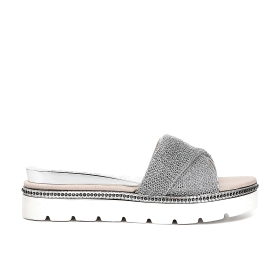 Slip-on shoes with metal mesh