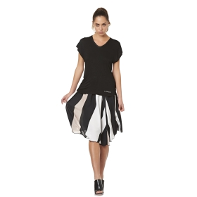 Miniskirt with gathered effect and patterned print.