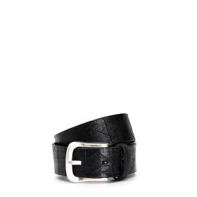 Belt with cuts