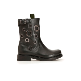 Leather ankle boots with eyelets