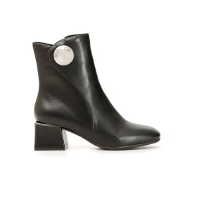 Imitation leather ankle boots with spherical accessory