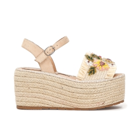 Sandals with rope wedge and flowers