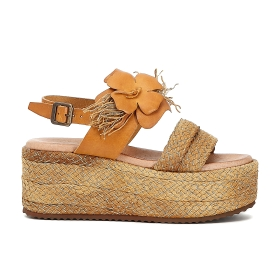 Sandals with leather flower