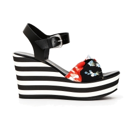 Sandals with striped wedge