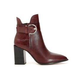 Leather ankle boots with buckle