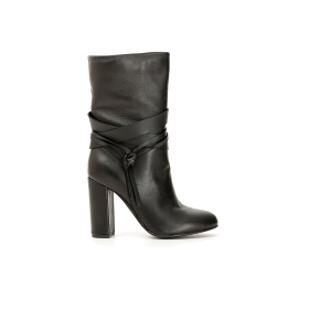Leather ankle boots boots with tasselled strap