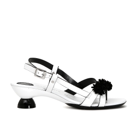 Varnish cage sandals with flower