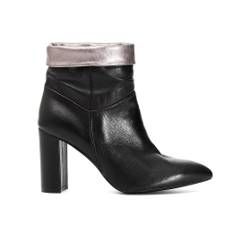 Patent leather ankle boots with trim