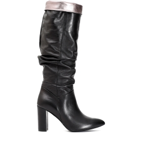 Patent leather boots with trim