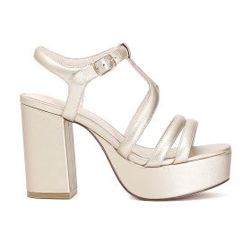 Opaque patent sandals with 3 padded bands