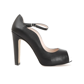 Open toe court shoe in leather, with curved front and strap
